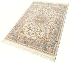 I motivi di questi splendidi tappeti realizzati a macchina prendono chiaramente ispirazione da quelli tradizionali persiani. Sono tappeti che si adattano ottimamente sia agli arredamenti classici che a quelli moderni.