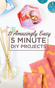 21 Amazingly Easy 5 Minute DIY Projects (Favorites = painter burlap artwork & pretty whiteboard from frame/scrapbook paper)
