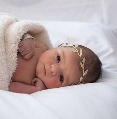 BEIGE Leaf Baby The Charlotte Headband. Beautiful GOLD or BEIGE Leaf Grecian style Baby Crown Headband. Perfect for those milestone pictures. Baby Tritte, Baby Kind, Baby Sleep, Baby Love, Baby Crown Headband, Baby Turban, Baby Crowns, Newborn Headbands, Shadow Box Baby