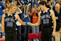 Popular TV Siblings Ranked Worst to Best: 6. Lucas and Nathan Scott (One Tree Hill) Fans of One Tree Hillknow that the brother dynamic between Lucas & Nathan Scott was anything but typical. At first, the two hated each other, fought in the classroom, basketball court & especially over Peyton!! But overall, Brotherly Love Won.
