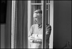 zoopat: Roland Barthes: La utopía del lenguaje - Foto: Roland Barthes chez lui, 1979 -by Marion Kalter Roland Barthes, Books, Authors, Writers, Reading, Libros, Book, Book Illustrations, Libri