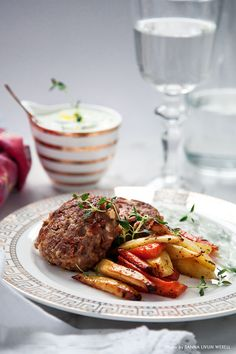 Lamb patties with goat cheese, thyme roasted roots and tzatziki. Lamb Patties, Baking Recipes, Healthy Recipes, Healthy Food, Tzatziki, Goat Cheese, Love Food, Nom Nom, Steak