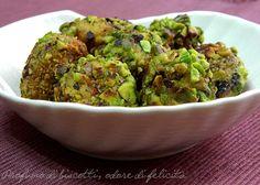 Le polpette di pesce spada, impanate nei pistacchi, sono un antipasto classico della cucina siciliana. Vediamo come si preparano! :)