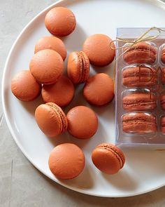 little pumpkin macarons  http://rstyle.me/n/skpawpdpe