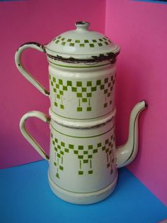 TOLE EMAILLEE / ancienne CAFETIERE  (8)