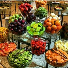The fruit decoration on the wedding party is also a feature of the wedding. How do the various beautiful and distinctive wedding fruit decorations are displayed? Let's take a look at these nice fruit decoration Read more… Fruit Centerpieces, Fruit Decorations, Fruit Arrangements, Centerpiece Wedding, Table Wedding, Wedding Decoration, Wedding App, Fruit Tables, Fruit Buffet
