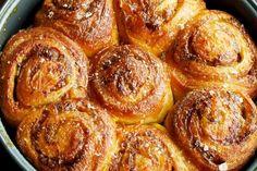 Duck confit rolls: no-knead brioche, duck rillettes, orange marmalade. This looks bonkers good. Cinammon Rolls, Great Recipes, Favorite Recipes, Orange Rolls, Duck Confit, Portable Food, Bread And Pastries, Best Breakfast, Good Food