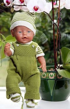 Baby Knitting Patterns Toys Knitted doll clothes, beautiful clothes for every day in green and white … Baby Born Clothes, Preemie Clothes, Knitting Dolls Clothes, Doll Clothes Patterns, Clothing Patterns, Crochet Clothes, Baby Knitting Patterns, Knitted Doll Patterns, Knitted Dolls