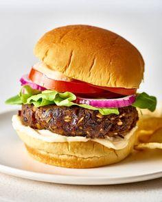 Black Bean Veggie Burger, Black Bean Burgers, Veggie Burgers, Vegetarian Burgers, Turkey Burgers, Mini Burgers, Bean Recipes, Vegetarian Recipes, Vegetarian