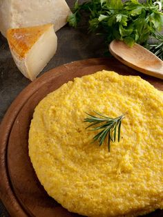 Learn how to make Polenta. Historically, polenta was served as a peasant food in North America and Europe, but it's commonly eaten since Roman times. You can eat Polenta as a substitute of pasta/rice/bread. Polenta Recipes, Pizza Recipes, Vegetarian Recipes, Lidia's Recipes, Vegetarian Italian, Basic Recipe, Salad Recipes, Pesto Pasta, Side Dishes