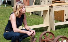 'Flea Market Flip': Lara Spencer on her new HGTV show and her top 4 treasure-hunting tips Hgtv Flea Market Flip, Flea Market Finds, Flea Markets, Lara Spencer, Hgtv Shows, Home Improvement Show, Thrift Store Shopping, Fall Projects, Yard Sale