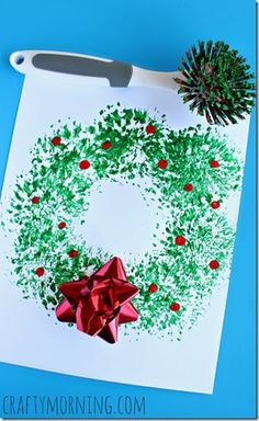 Oh so CLEVER Christmas Wreath Painting - This is such a fun out-of-the-box way to paint a Christmas wreath that produces a beautiful Christmas Craft or Kids! Great for toddler, preschool, kindergarten, 1st grade, and more. #ad