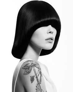 SLEEK BLACK BOB WITH LONG FRINGE Pageboy Haircut, Black Hair Boy, 70s Hair, Black Bob, Mode Chic, Long Fringes, Haircuts With Bangs, Page Boy, Creative Colour