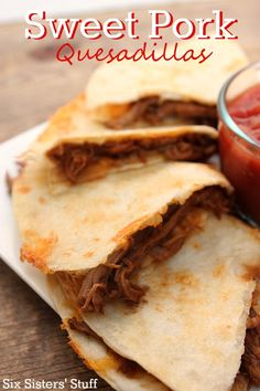 Just a few ingredients and a slow cooker is all you need to make these delicious Sweet Pork Quesadillas! Use it for fajitas instead? Pork Recipes, Slow Cooker Recipes, Mexican Food Recipes, Crockpot Recipes, Cooking Recipes, Mexican Meals, Spinach Recipes, Mexican Dishes, Copycat Recipes