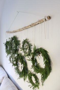 18 Green Room Decor Ideas To Create A Quiet And Relaxing Room - . - 18 Green Room Decor Ideas to Create a Quiet and Relaxing Room # Décor - All Things Christmas, Christmas Time, Christmas Wreaths, Christmas Crafts, Christmas Ideas, Simple Christmas Decorations, Classy Christmas, Green Christmas, Decoration Bedroom