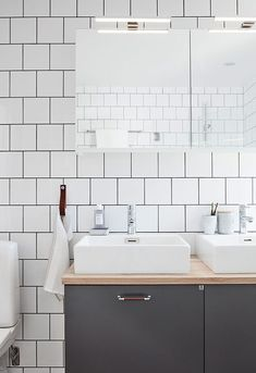 5 missar som sänker intrycket i badrummet – så undviker du dem Wooden Bathroom, Attic Bathroom, Bathroom Basin, Downstairs Bathroom, Bathroom Layout, Bathroom Interior Design, White Bathroom, Bathroom Furniture, Furniture Decor