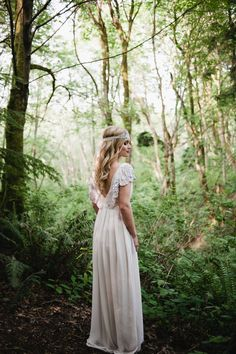 Rue de Seine wedding dress | Meredith McKee Photography | see more on: http://burnettsboards.com/2015/11/marsala-woodland-wedding-inspiration/