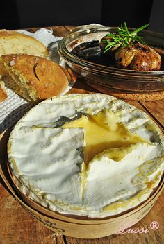 Lussi`s World of Artcraft: Страхотният печен чесън и сирене на Лорейн Паскал / Camembert and roasted garlic By Lorraine Pascale