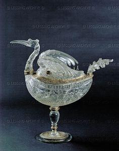 Medici Workshop Heron-shaped vessel of rock-crystal (ca. 1570). Rock-crystal,mount:gold,enamel,precious stones. Saracchi workshop,Milan. Palazzo Pitti,Museo degli Argenti, Florence, Italy