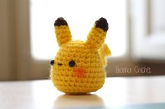 Pika-pika! ¡ Esta muñeca amigurumi de Pikachu te está esperando!  Aprox. 3,5 pulgadas de alto (8cm), 3,5 pulgadas de ancho (8cm) …