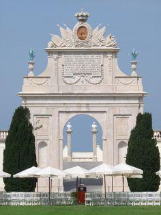 monumental arch at Palacio de Seteais, Sintra   por d0gwalker