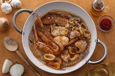 Il brodetto fanese è una deliziosa zuppa di pesce, tipica di Fano, a base di pesci diversi, dalle seppie alla gallinella, servito con crostini di pane