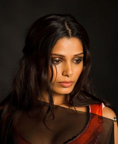loved freida pinto's make up in the Immortals