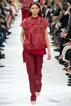 Valentino  #VogueRussia #readytowear #rtw #springsummer2018 #Valentino #VogueCollections