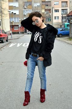 Get this look: http://lb.nu/look/8930147  More looks by Marija M.: http://lb.nu/stylesensemoments  Items in this look:  Rosegal 90's T Shirt, Zara Low Waist Jeans, Rosegal Red Boots   #casual #chic #street #ootd #outfit #style #trend #fashion #estilo