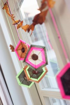 Autumn DIY with chestnuts Autumn DIY with chestnuts Nature Crafts, Fall Crafts, Diy Crafts, Projects For Kids, Diy For Kids, Crafts For Kids, Kids Fun, Spooky Halloween, October Crafts