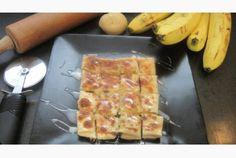 Ce classique de la cuisine de rue Thaïlandaise est absolument délicieux, (même s'il est très riche en calories). Les banana roti sont des sortes de crêpes fourrées à la banane, saupoudrées de sucre et napées de lait concentré, il en existe de nombreuses variantes, avec différents fruits dont la mangue ou avec un nappage de chocolat… Ingrédients: Pour 6 pancakes: