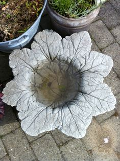 Spread leaves in circular pattern vein side up, bowl in the center... pour quickcrete and see what happens!