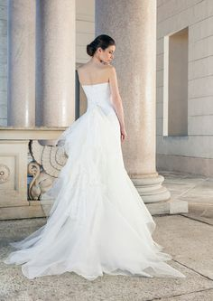 Form-fitting, strapless wedding dress with extravagant ruffles of tulle as Train of Giuseppe Papini