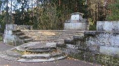 Amphithéâtre - Pavlovsk - Réalisé par Vincenzo Brenna en 1793 - Etat actuel - La Statue de Flore ayant disparue.