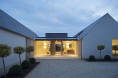New build house in Co. Carlow, completed The H plan form, making two open courtyards, maximises light and views while placing the double height hallway at the heart of the house. The form of buildings echoes low eaved and grounded. Bungalow Extensions, House Extensions, Modern Barn House, Modern House Design, House Designs Ireland, Bungalow Renovation, Farmhouse Renovation, Bungalow House Design, Modern Bungalow Exterior