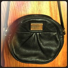 "Marc by Marc Jacobs Classic Q Cara Crossbody Used. Good condition. 7.25"" height x 8.00"" width x 3.50"" depth, approximately. 23"" strap drop, approximately. Marc by Marc Jacobs Bags Crossbody Bags"