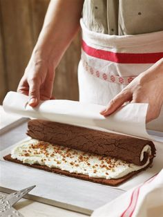 One of my favorite cakes to make during the holiday season is this bûche de n. Xmas Food, Christmas Desserts, Christmas Baking, Christmas Time, Christmas Recipes, Pan Dulce, Rice Krispies, Yule Log Cake, Cake Roll Recipes