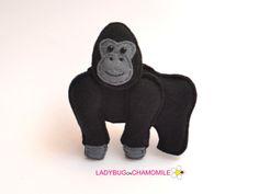 Niedliche Miniatur GORILLA Magnet aus bunten Filz Stoff hergestellt. Diese gefüllte Filz, dass Gorilla ursprünglich als eine große Wohnung oder entzückendes Geschenk für Ihre lieben, lehrreich für Kinder, Spaß für alle Altersgruppen gestaltet ist. Der Gorilla vorgenommen werden,