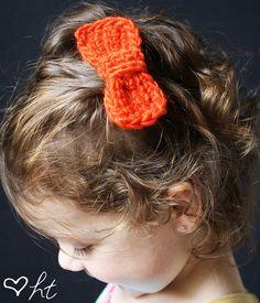 Crocheted Hair Bows (Tutorial)