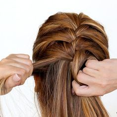 If you don't know how to French braid your own hair (and you want to learn), buckle down and practice. 19 Hair Tips & Tricks That Will Make Things So Much Easier Pretty Hairstyles, Braided Hairstyles, 1950s Hairstyles, Natural Hairstyles, Braiding Your Own Hair, How To Braid Hair, Hair Ponytail, Curly Hair, Great Hair