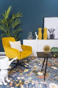 Van ingetogen tinten tot kleuren die eruit springen: met velvet kun je werkelijk alle kanten op. Hoewel de stof een opvallende verschijning is, kun je deze trend volledig aanpassen aan jouw woonstijl. Of je nu kiest voor een grote, velvet hoekbank, een compacte 2-zitsbank of een comfortabele, velvet fauteuil. Piet Klerkx heeft alles in huis voor een on-trend interieur. Room Colors, Home Interior Design, Lounge, Velvet, Living Room, House Styles, Modern, Inspiration, Home Decor
