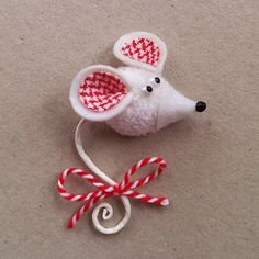 Diy Crafts For Teens, Diy Gifts For Kids, Easy Diy Gifts, Hobbies And Crafts, Pom Pom Crafts, Yarn Crafts, Felt Crafts, Easter Crafts, Felt Christmas Decorations