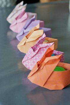 lapin de Pâques à garnir en origami.