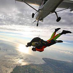 Offrez un cadeau mémorable : un saut en parachute. Vous n'avez pas les moyens ? Créer une cagnotte avec vos amis sur Greenpitaya : www.greenpitaya.com/fr
