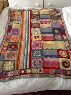 crochet blanket with pattern. This is crazy cool maybe one day i will do a granny square blanket Crochet Afghans, Crochet Motifs, Crochet Squares, Crochet Granny, Crochet Stitches, Crochet Patterns, Crochet Blankets, Blanket Patterns, Baby Blankets