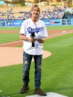 Keith Urban throws first pitch for Los Angeles Dodgers game