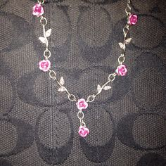 Roses Adorn This Fabulous Necklace!