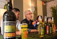 Le jéroboam, les bouteilles 70cl et la mamadeta 2017. Cette année la Jaune titre 44 degré.