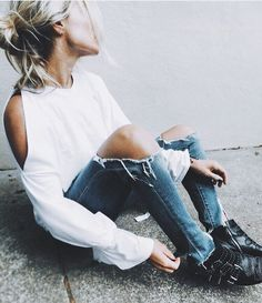slit sleeve & ripped knees 🙌💭 tap for Spring Fashion Trends, Autumn Fashion, Fashion Shoot, Boho Fashion, New Outfits, Casual Outfits, Ripped Knees, Lace Outfit, Street Outfit