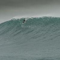 Nazaré, nouvelle terre sainte des surfeurs de vagues géantes